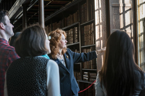 Tour in library