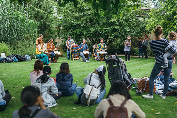 Volunteering at History of Science Museum / Music in Oxford Botanic Garden (c) Ian Wallman / Outreach session with local community group