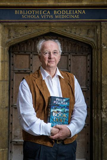 Image of Philip Pullman in Bodleian Library Quad